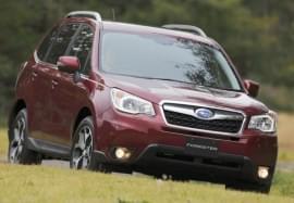Czerwony Subaru Forester – widok z przodu