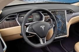 Tesla Model X P85+ – wnętrze